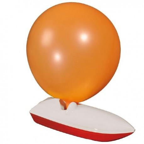 Bateau avec ballon de baudruche à gonfler