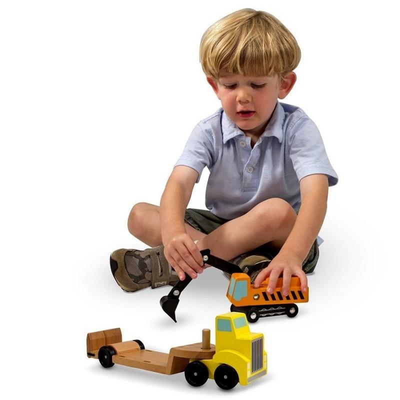 Camion en bois avec pelleteuse for Pelleteuse jouet exterieur